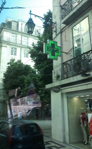 Lisszabon, szűk utca