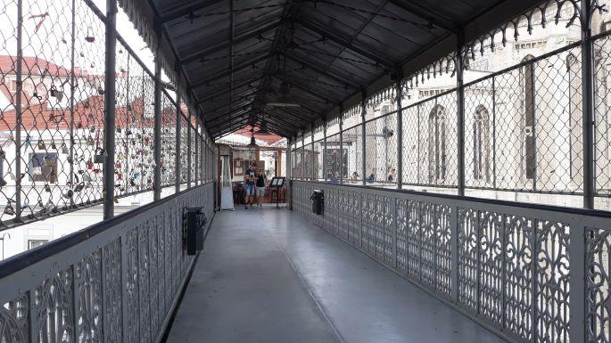 Lisszabon, Santa Justa lift, átjáró folyosó
