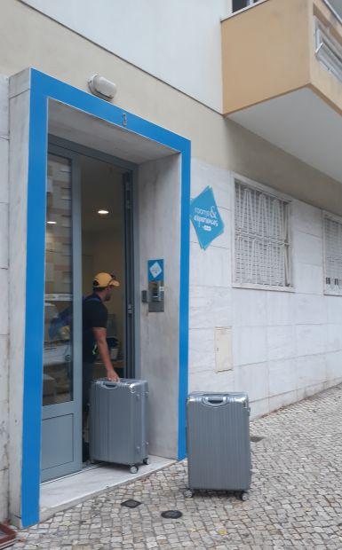 Lisszabon, Rooms & Experiences szállás bejárata