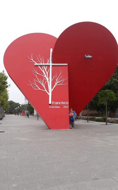 Portugál camino, Fátima, szív emlékmű