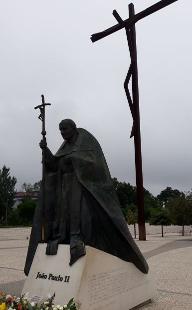 Portugál camino, Fátima, II. János Pál pápa szobra