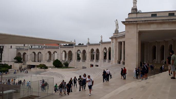 Portugál camino, Fátima,a  bazilika köré épített árkádsor