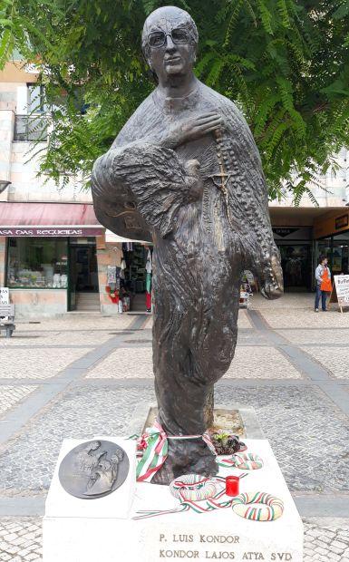 Portugál camino, Fátima, Kondor atya szobra