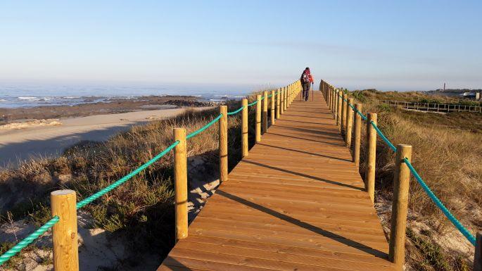 Portugál Camino Costa, óceánpart fapallókkal