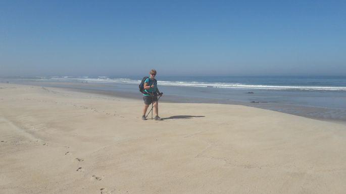 Portugál Camino Costa, Andrea gyalogol az óceánparton :-)