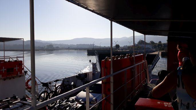 Portugál Camino Costa, átkelés komppal a Mino folyó torkolatán