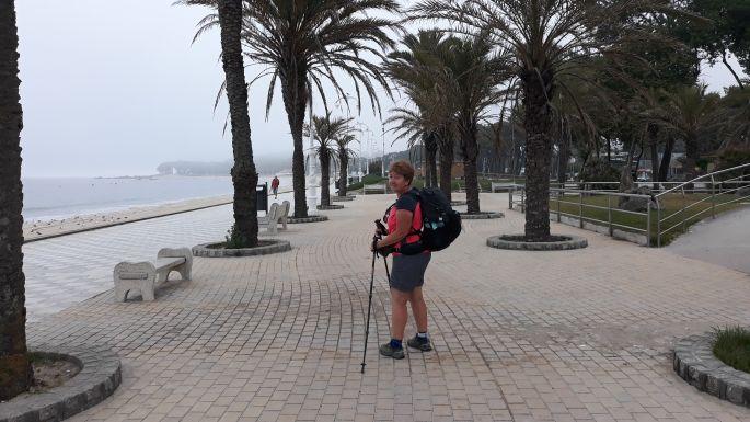 Portugál Camino Costa, Oia, a parti sétány pálmafákkal és Andreával