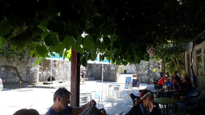Variante Espiritual, Armenteira, a bár terasza fölötti szőlőlugas