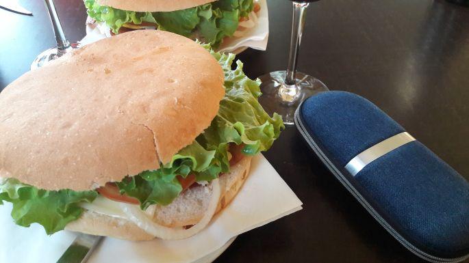 Variante Espiritual, óriás hamburger vacsora