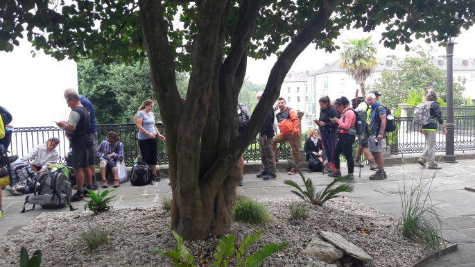 Santiago de Compostela, zarándokiroda, sorban állás a composteláért