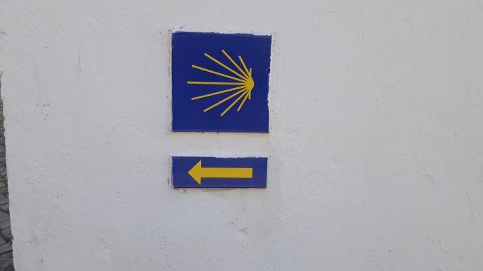 Portugál Camino, sárga kagyló és nyíl