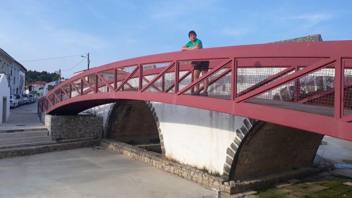 Portugál Camino, Ansiao, híd a kiszáradt folyóval és Erikával