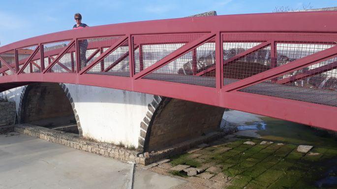 Portugál Camino, Ansiao, híd a kiszáradt folyóval és jómagammal