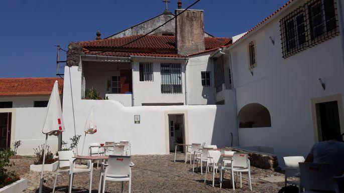 Portugál camino, Coimbra, az albergue udvara