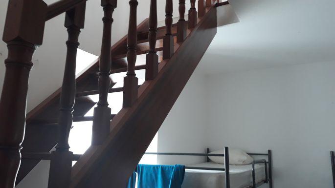 Portugál camino, Coimbra, az albergue lépcsője a felső szobához