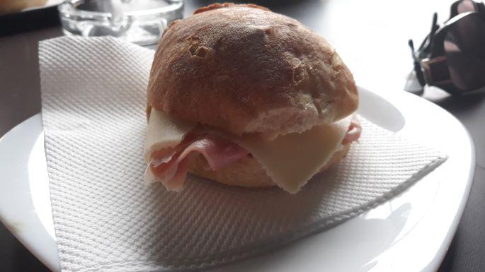 Portugál camino, sajtos-sonkás szendvics