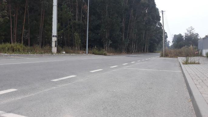 Portugál camino, pihenő a járda szélén
