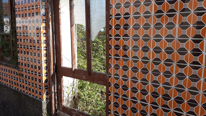 Portugál camino, csempés ház maradvány