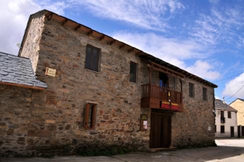 El Camino El Acebo Albergue Parroquial.jpg