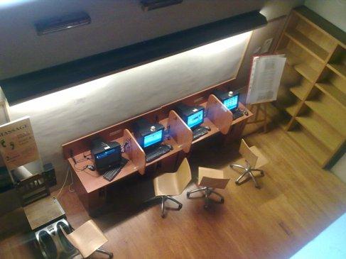 El Camino Pamplona Iglesia de Jesus y Maria albergue internet szoba.jpg