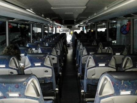 Kényelmes, tágas ülések, légkondi, google map, fülhallgató kimenet. :-)