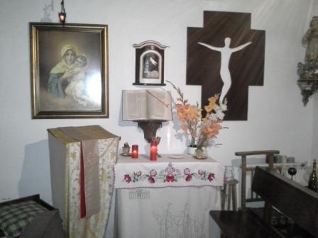 A kalocsai oltárterítő Marianna keze munkája. Nagyon szép.