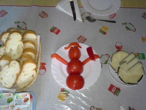 A reggeli műalkotás by Kristóf. A képen minden józan paraszti ésszel ellenkezően nem egy zarándok figura, hanem egy HÓEMBER látható! :-)