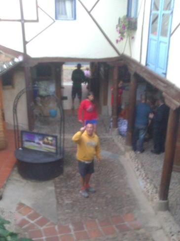 Egyszer csak észrevette Giuseppe az ablakban Mártit...