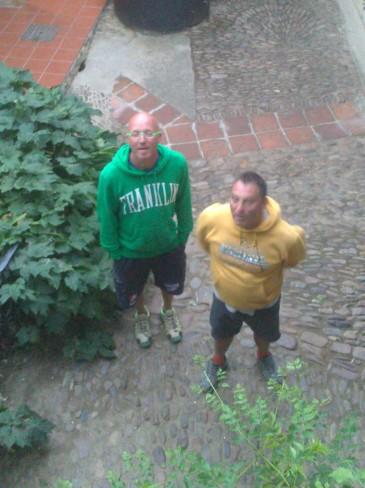 ...aztán már két Rómeó állt az ablakunk alatt... :-)