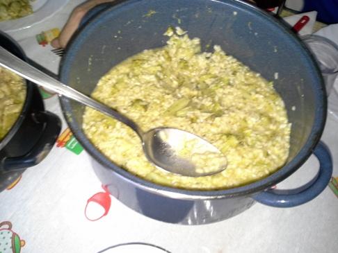 Brokkolis rizottó. Állítólag finom volt, szerintem is. Nem azért, mert én főztem. :-)