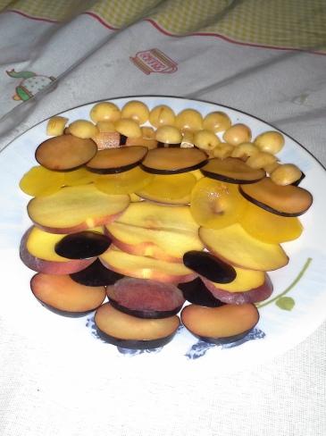 Kristóf első szárnypróbálgatása, a gyümölcs pattern kompozíció. Hospitalero társunk csak később bontakozott ki igazán a gasztroart jegyében... :-)