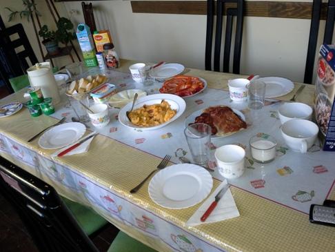 Reggeliző asztal totál. Hű, de leülnék oda megint! :-)