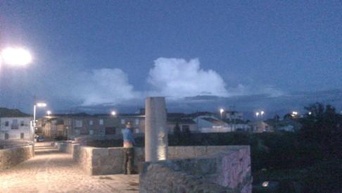...na és persze Mártival, aki éppen a felhőket vizslatja valahol.