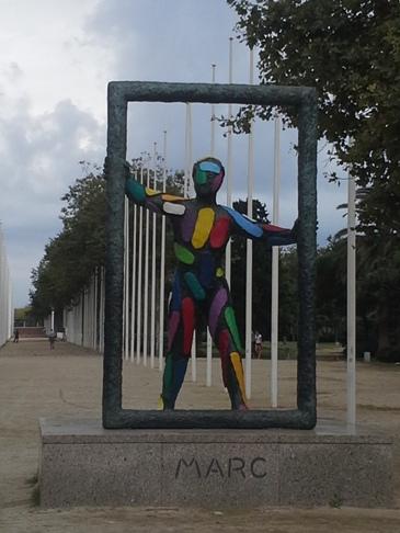 Marc az Olimpic Village előtt. Barcelona.