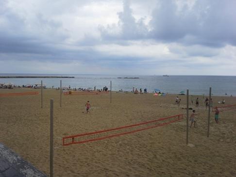 Barcelona beach, strandröpi felhőkkel.