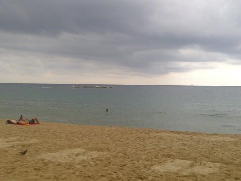 Barcelona beach borult időben.