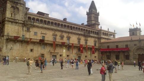 A katedrális előtti tér újra a megszokott arcát mutatja.