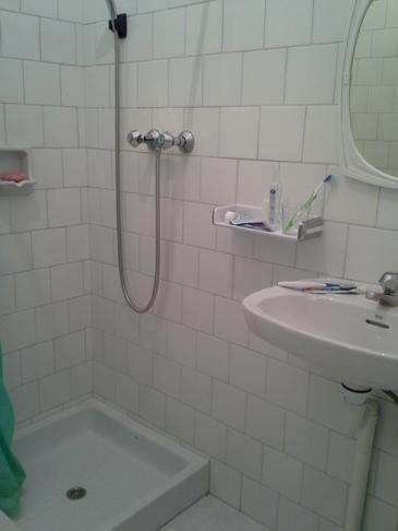 Egyszerű, de tiszta fürdőszobánk.