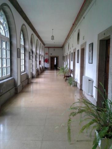 A folyosók is szép tágasak, világosak, méltóságteljesek voltak.