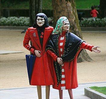 Ezek a nénik is a parkban töltik mindennapjaikat. :-)
