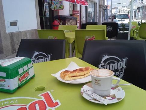 Kávé és sonkás empanada.