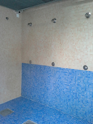 A fürdő belülről