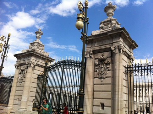 Madrid, királyi palota, a kapu előtt Máté