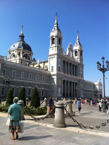 Madrid, Almudena katedrális