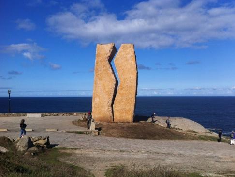 Muxia, emlékmű az elsüllyedt olajszállító katasztrófa emlékének