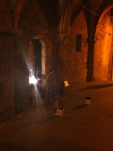Operaénekes az árkádok alatt, Santiago de Compostela