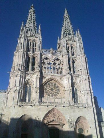 Burgos catedral front side.jpg