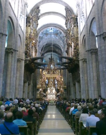 Catedral de Santiago de Compostela inside.jpg