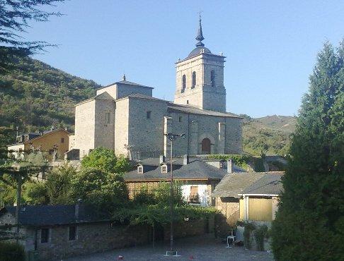Molinaseca Parroquia de San Nicolas.jpg