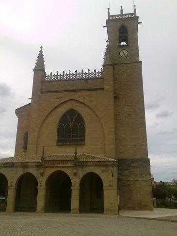 Puente la Reina Iglesia de Santiago.jpg
